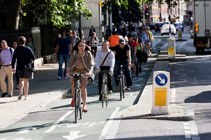 Cycling in Lonson - Lane in London - eco urban cycling