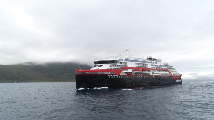 MS Roald Amundsen - Hurtigruten Norway, Battery-Powered Cruise Ship, air pollution in city harbours